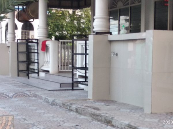 tempat cuci tangan depan masjid mencegah penyebaran virus corona